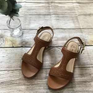 NWT Hush Puppies Women's Brown Sandals
